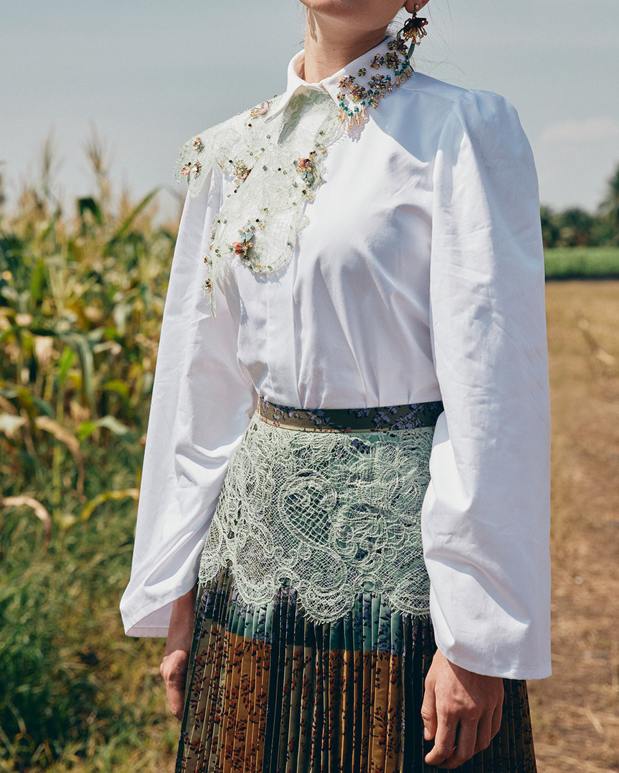 IRWF/20/27 - BEADED COLLAR COTTON SHIRT WITH DETACHABLE LACE NECK PIECE