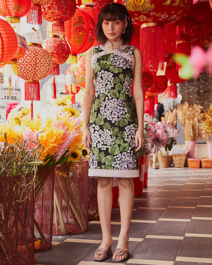 LI HUA - LILAC FLORAL LACE CHEONGSAM WITH INSERTED PANEL DETAIL