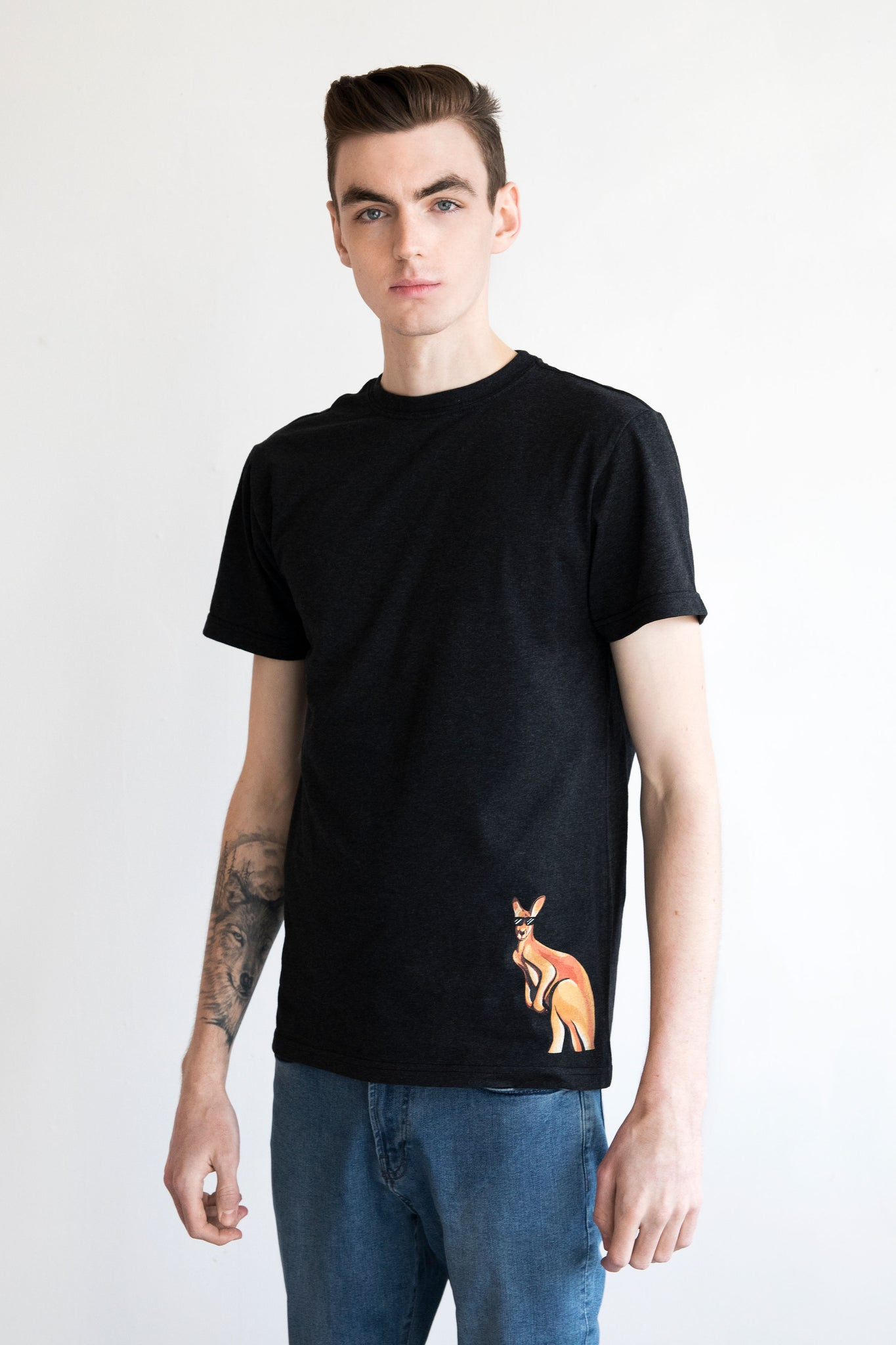 ROO ON THE BEACH MEN'S T-SHIRT