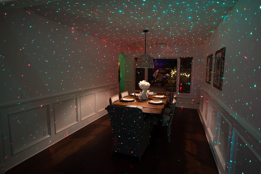 festive red and green dining room party lighting