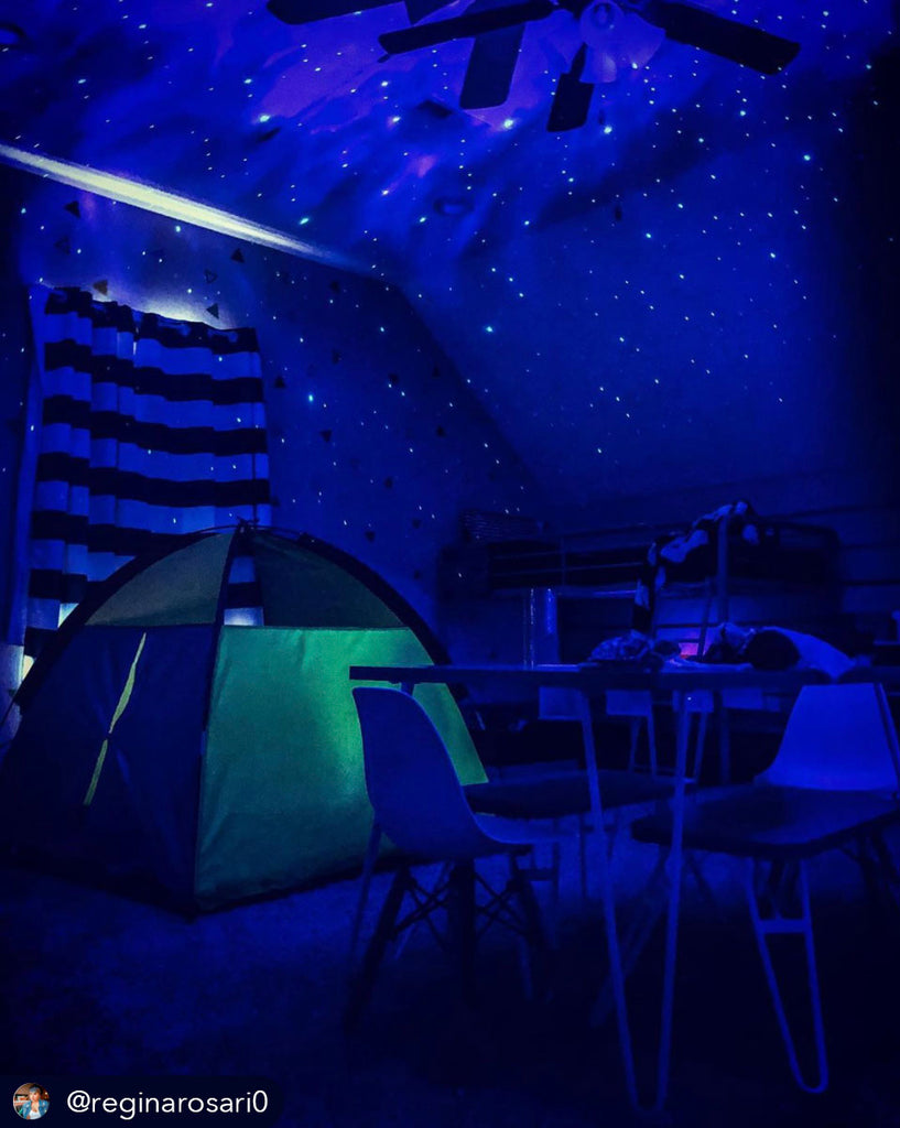 indoor camping with galaxy lights photographed by instagram user @reginaosari0