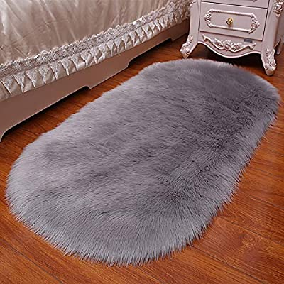 Oval fur faux rug