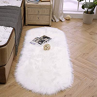 Oval fur faux white rug