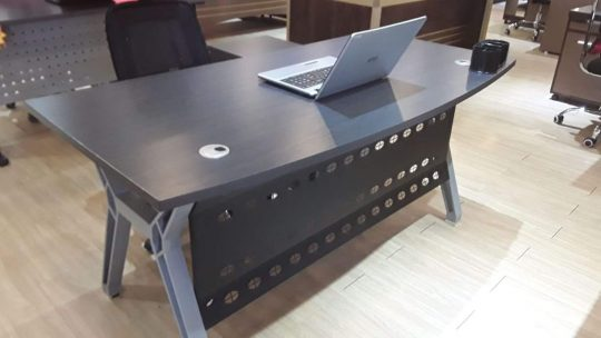 Steel wooden executive table 1.6m