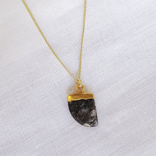 Load image into Gallery viewer, Quartz Stones Necklace