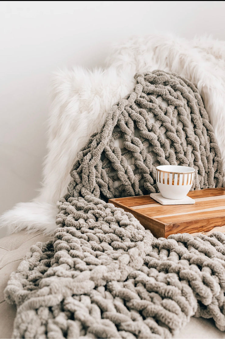 Jumbo Knit Cashmere Throw Blanket (Cloud)