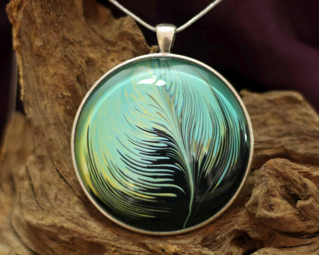 Round Amulet XXL  - Magestic Feather