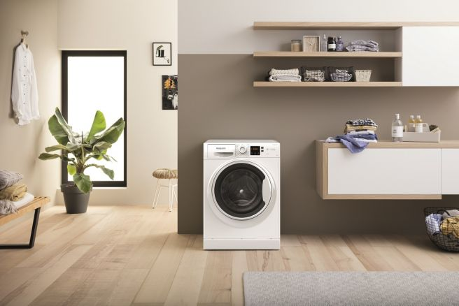 Hotpoint 9KG 1400 Spin Steam Hygiene Washing Machine | NSWA 943C WW UK N