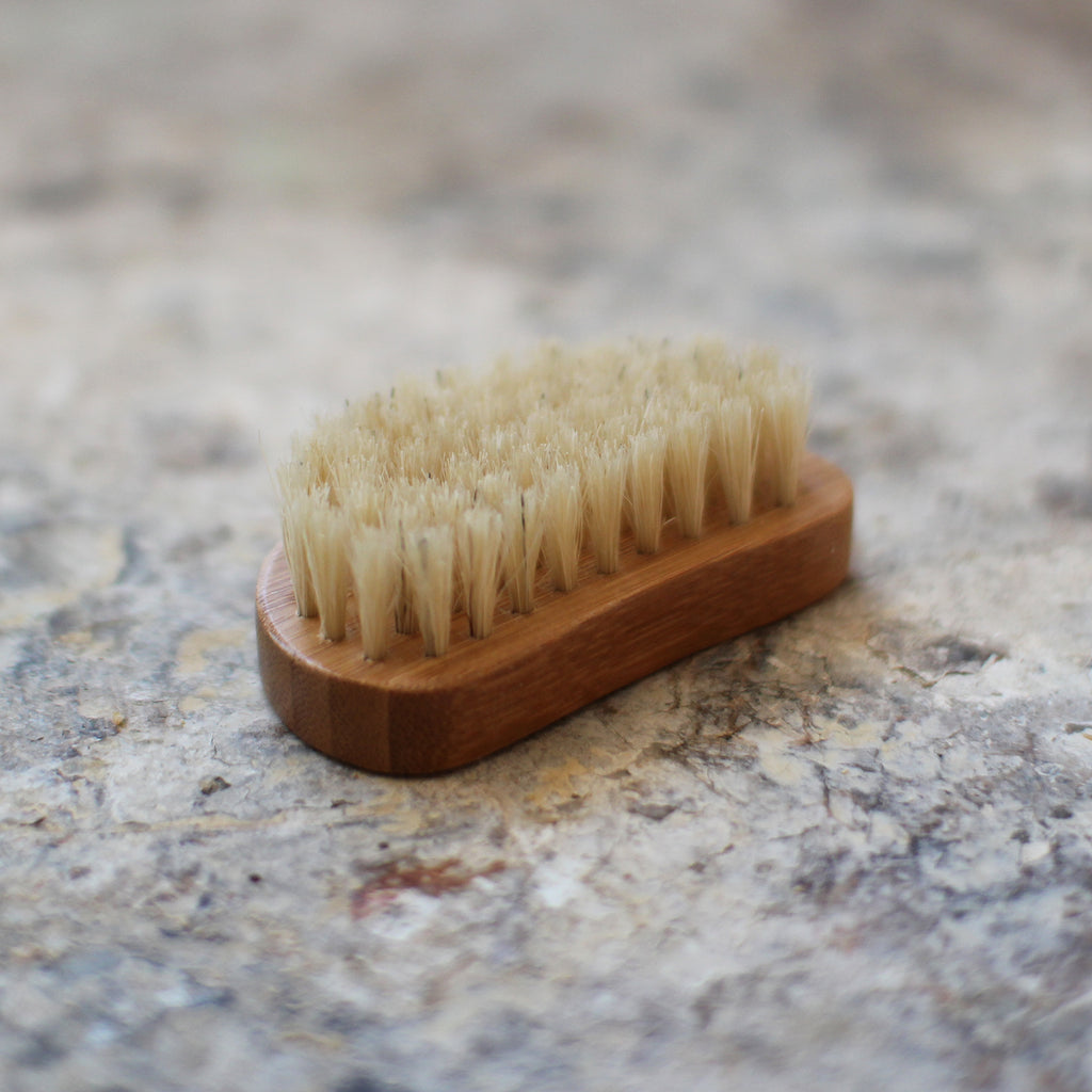 Nail brush in bambu