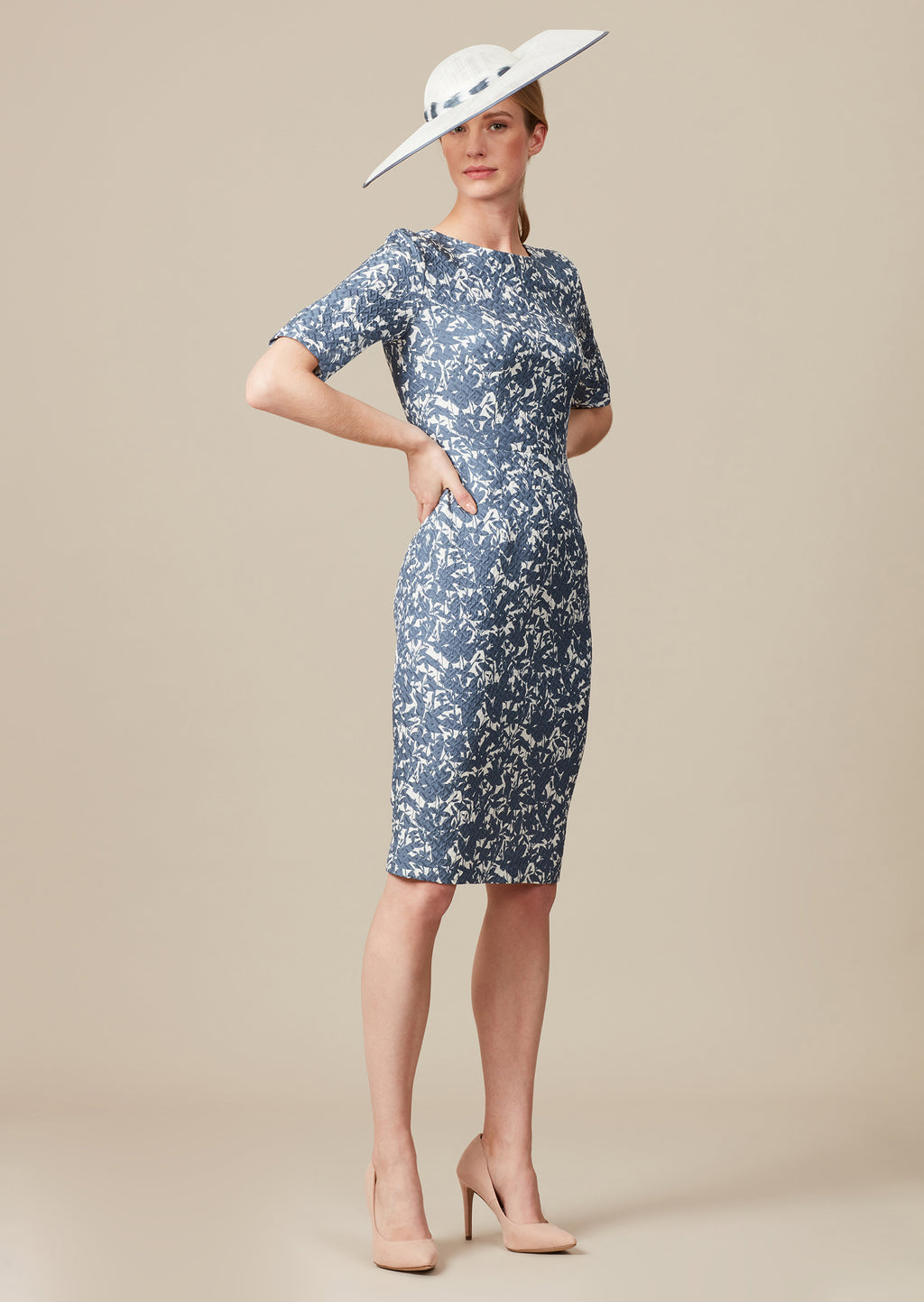 Matelassé knee-length pencil style dress with short sleeves and high neckline for mothers of the bride