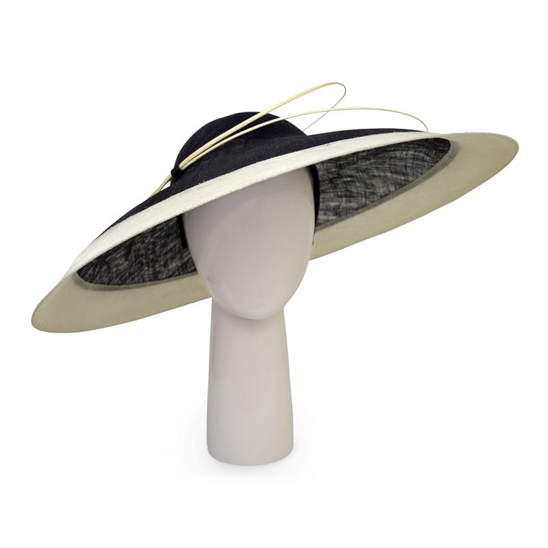 Two-tone wide rim hat in Black and Ivory