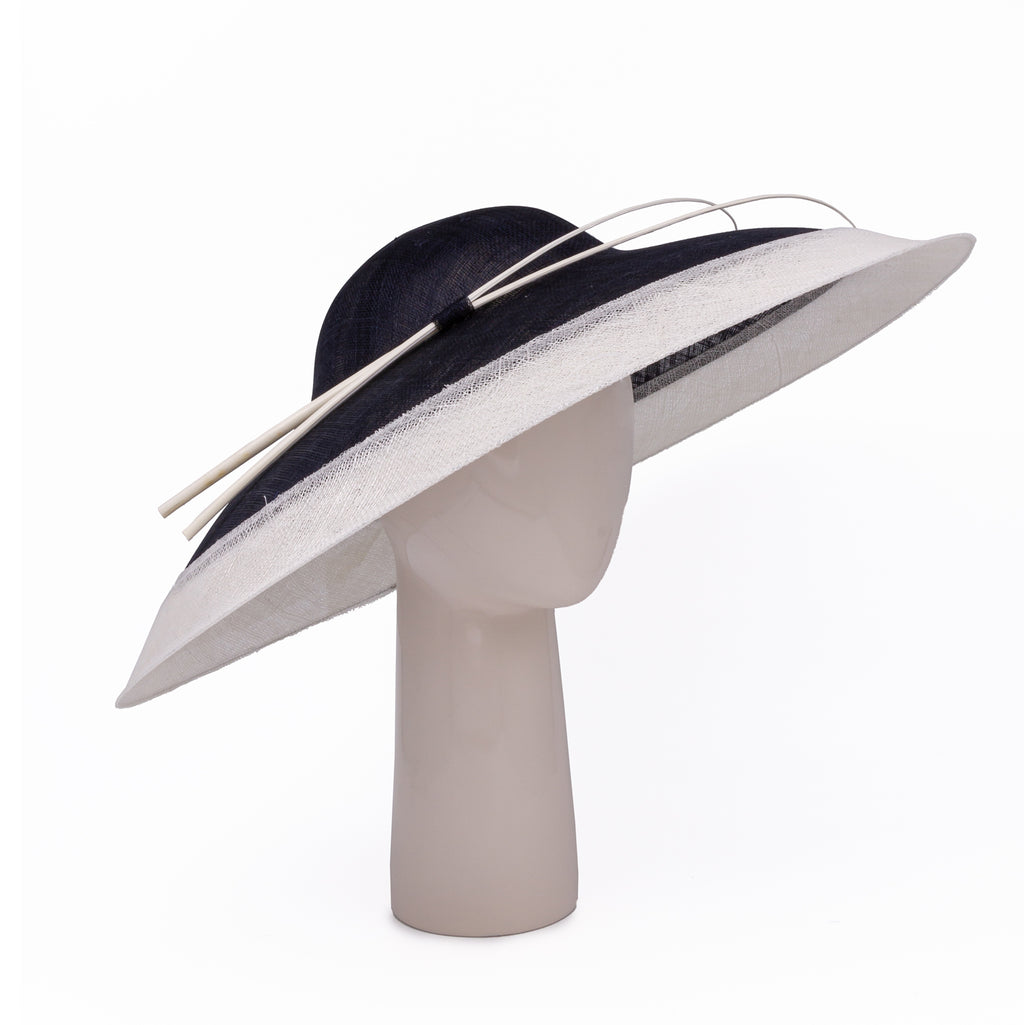Two-tone wide rim hat in Navy and Ivory