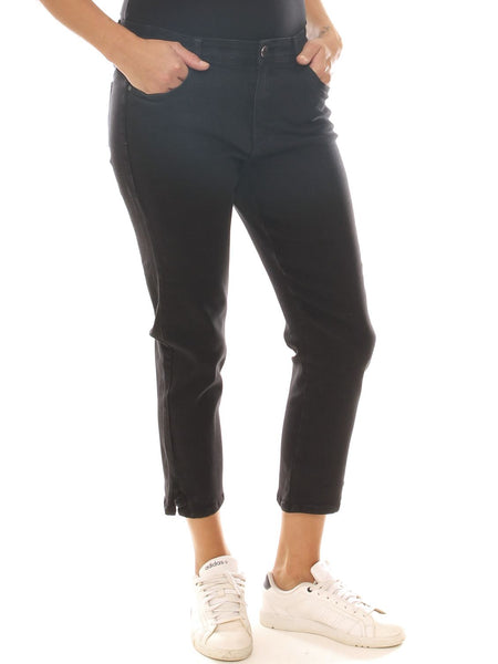 Jeans cropped donna nero in denim stretch con bottone gioiello taglia morbida