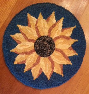 "Evening Sunflower- Chair Pad 16"" Round Rug Hooking Kit"