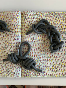 Dark, ebony textured dropper loop knot, chain sennet