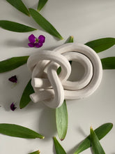 Load image into Gallery viewer, Bare porcelain, bowline on a bright knot