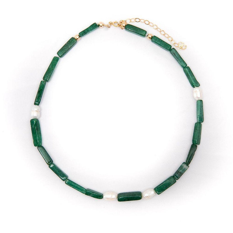 Stone collar with aventurine and white pearl