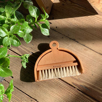 Small Table Brush and Pan by Iris Hantverk