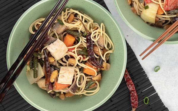 Drain the spaghetti and then transfer to a large serving bowl. Pour the vegetables and sauce over the spaghetti. Toss to combine and serve.
