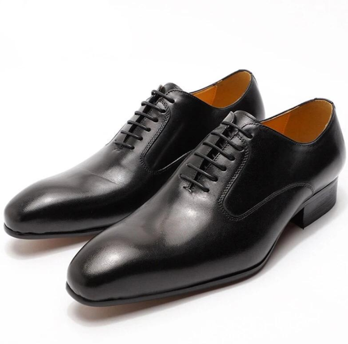 Simple stylish black high-end leather shoes