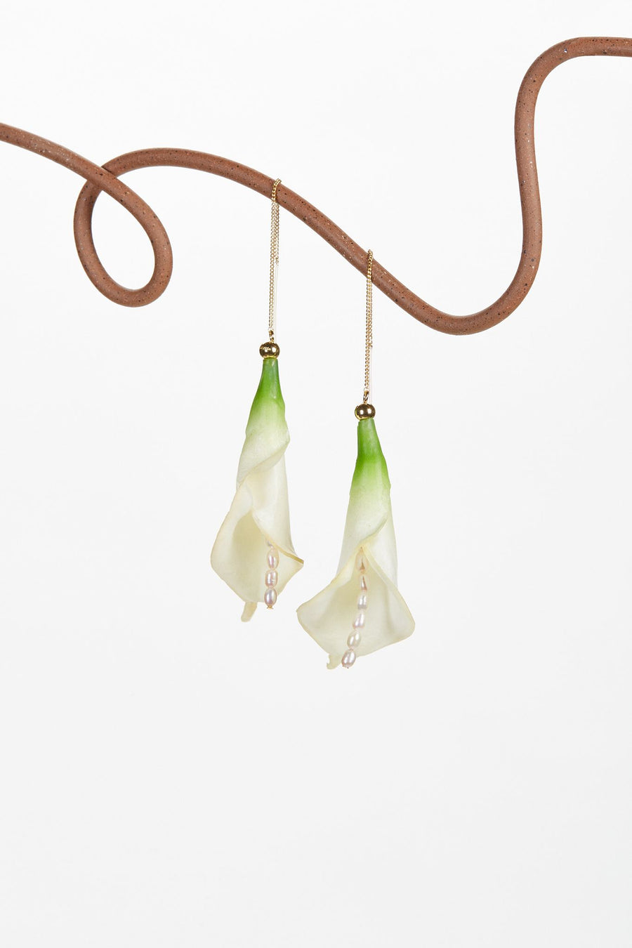 CALLA EARRING - OFF WHITE