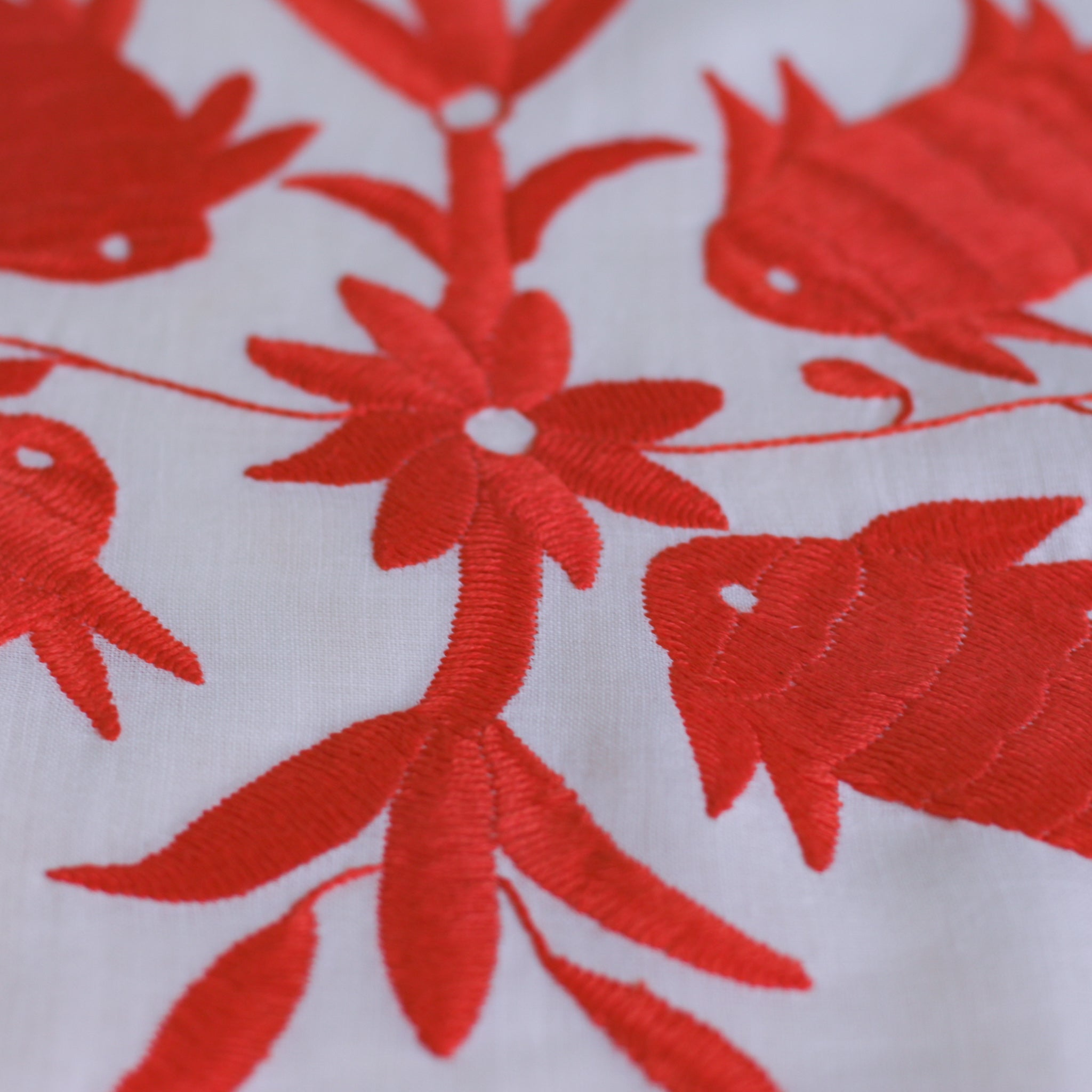 Table runner fish - white & coral