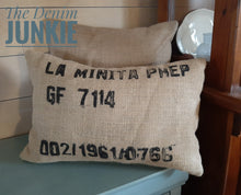 Load image into Gallery viewer, Burlap throw pillows