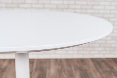 "Classic 36"" Round White Meeting Table w/ Pneumatic Lift"