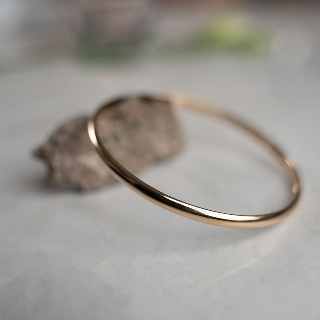 Burren Jewellery 18k gold plate Nitty Gritty bangle on stone