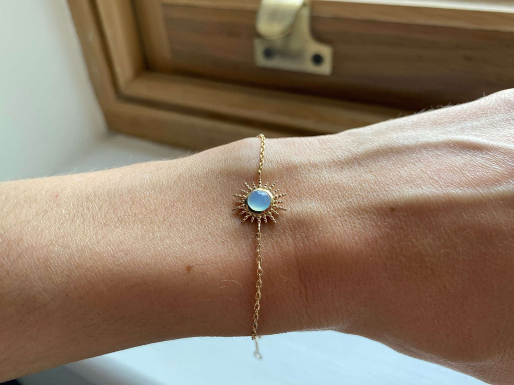 Burren Jewellery Depend On You 18k gold plated bracelet with agate round stone on wrist