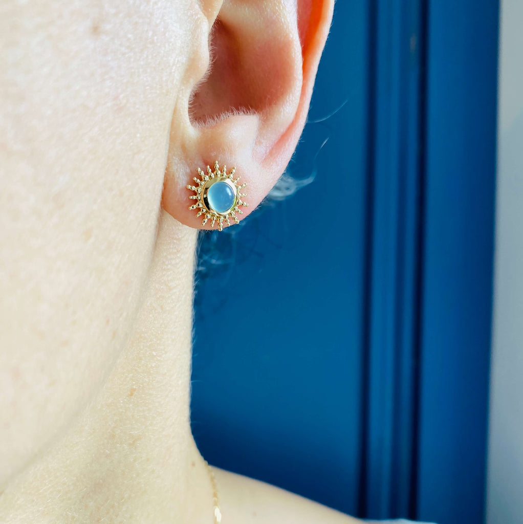 Burren Jewellery Depend On You 18k gold plated earring with agate round stone on the ear