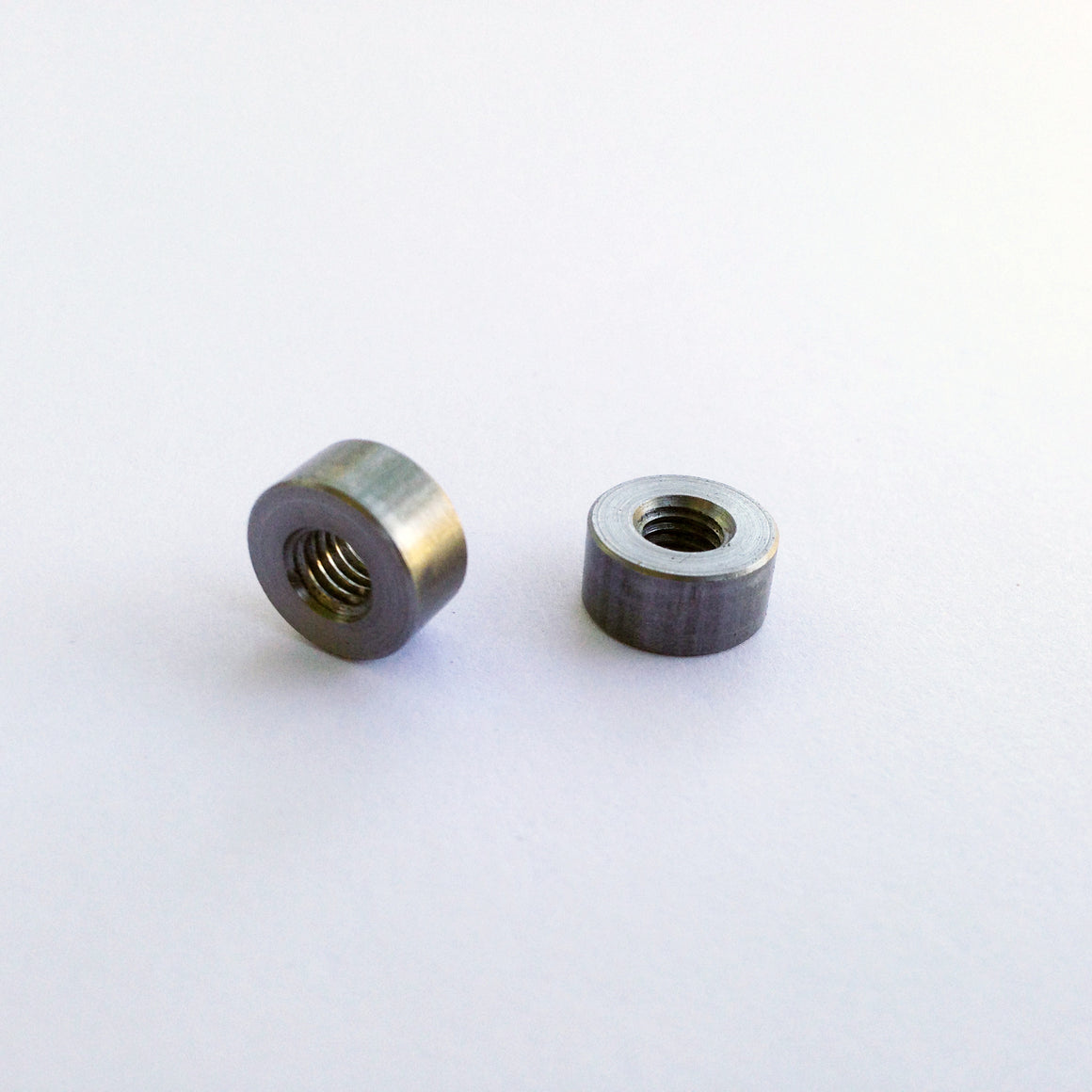 Eyelet bosses for M5 bolts