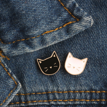 Cat lover Enamel Pin