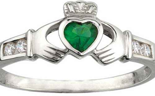 Solvar Claddagh Emerald Ring
