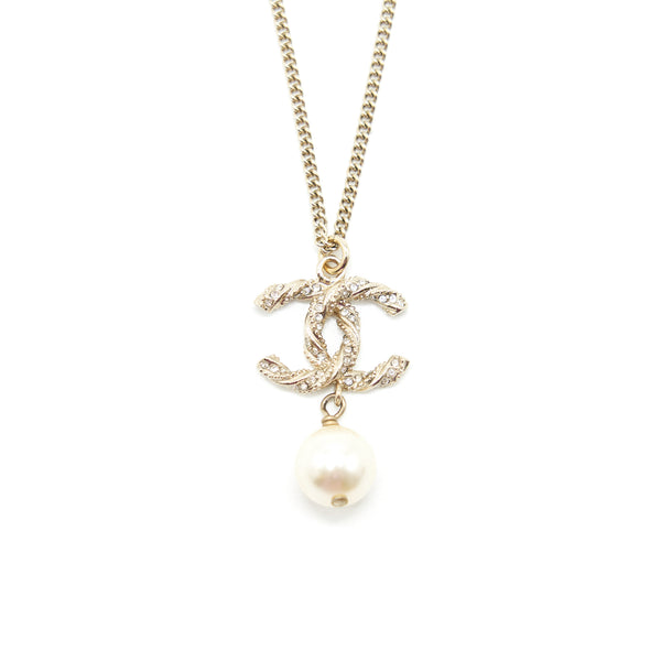 Chanel CC logo Necklace with Pearl