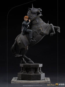 Harry Potter - Ron Weasley at the Wizard Chess - Deluxe Art Scale Statue 35 cm