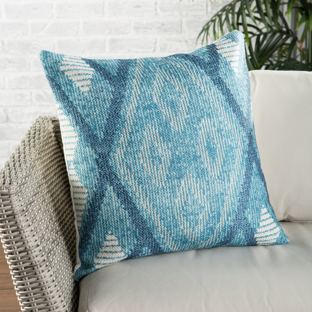 Sadler Indoor/ Outdoor Tribal Blue/ White Throw Pillow