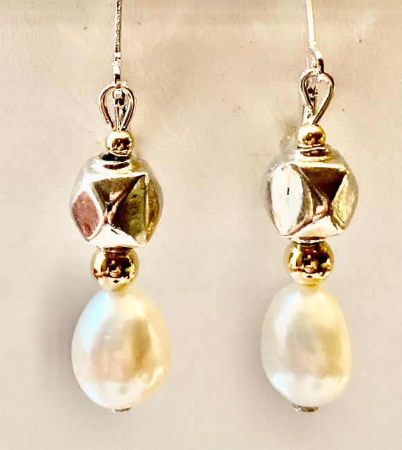 Fashion Freshwater Pearl Two Tone Earring