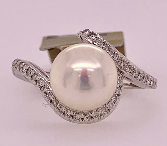 Freshwater Pearl & Diamond Ring