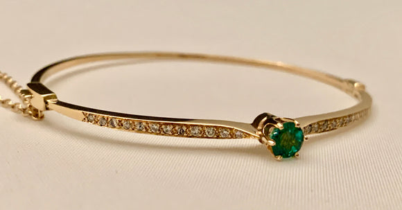 14K YELLOW GOLD DIAMOND AND EMERALD BANGLE BRACELET
