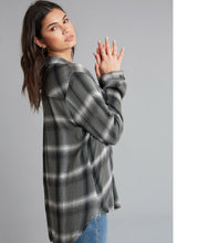 Laden Sie das Bild in den Galerie-Viewer, Bella Dahl Bluse Muster
