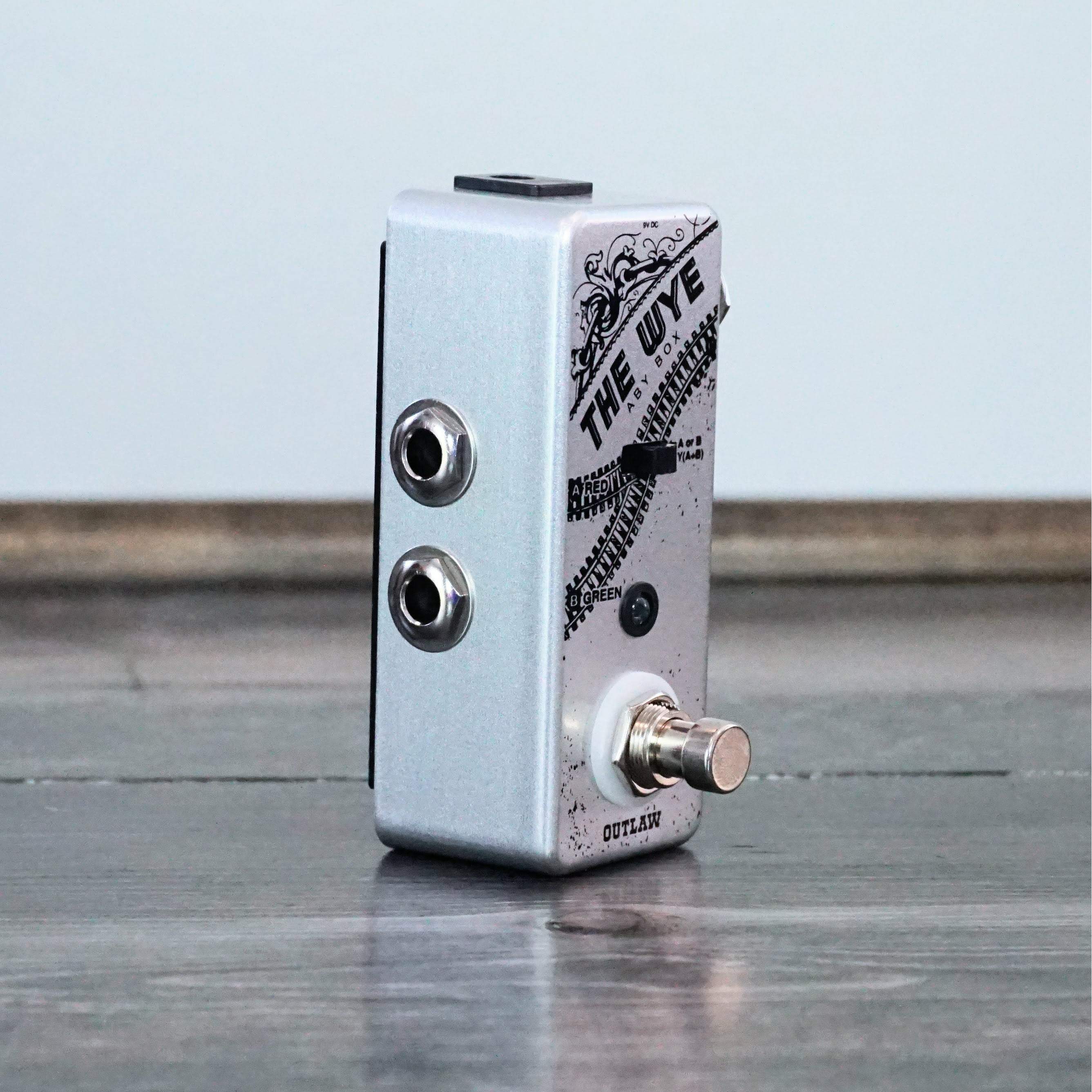 Outlaw Effects The Wye ABY Pedal - NathansGear.Co