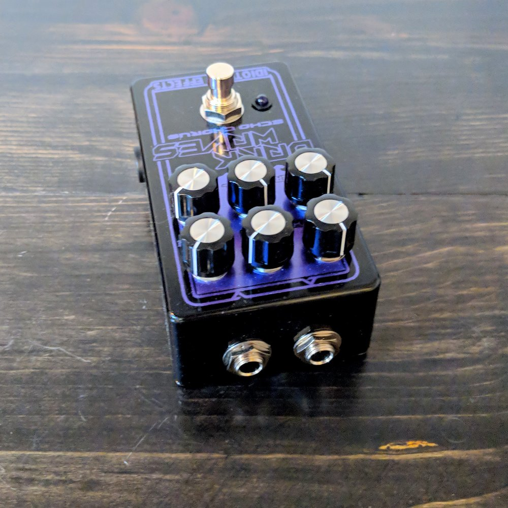 IdiotBox Effects Dark Waves Echo Chorus - NathansGear.Co