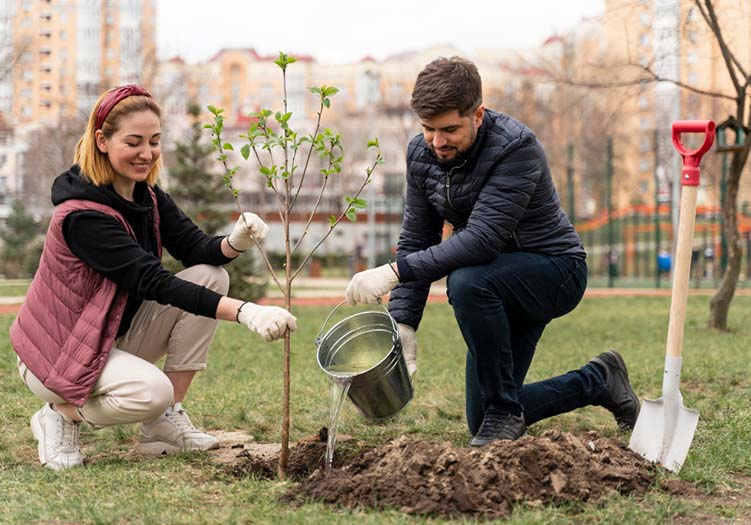 Traditionally, the day of the tree is a day of planting. Over 100.000 trees are planted here in Germany every year.