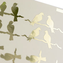 Load image into Gallery viewer, Oiseaux assis sur une feuille d'or de branche d'arbre Stickers