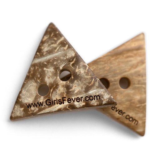 Personalized triangle coconut buttons tags for knitwear or coats 50 pcs / 100 pcs