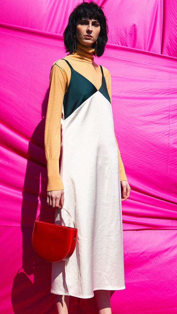 The Anissa dress, a slip dress with V-neckline, tank straps in contrasted color. Side slits.