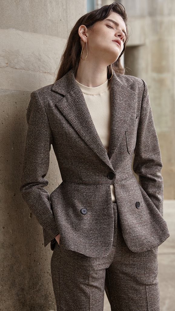The Anouk Jacket in brown, cream and black houndstooth pattern. With single-button closure, slim notched lapels, button cuffs, chest welt pocket, lightly padded structured shoulder, back vent accentuate the slim silhouette. Tailored for a slim fit. Mid-weight, non-stretchy fabric.