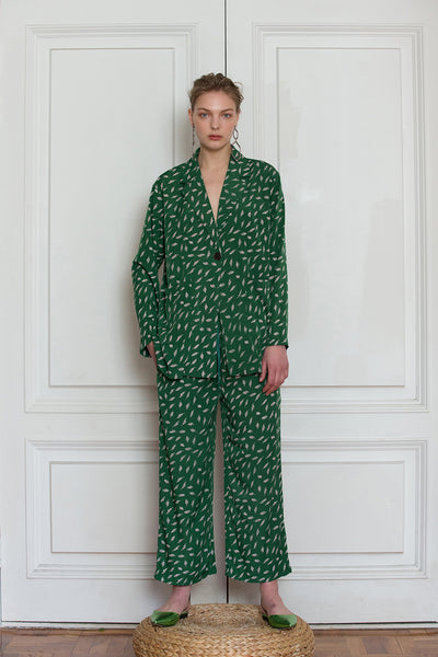 The Colette pajama set in Green feather-pattern. Top features notch collar with sharp lapel, long sleeves, one button placket, left chest pocket and straight hem. Pants feature a gathered elastic waistband and a straight leg. Relaxed fit.