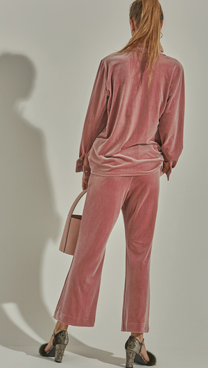 The Courrie Pant features gathered elastic waist, wide legs, two slant pockets and a causal fit.